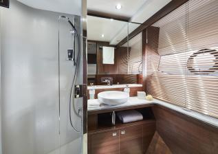 f70-interior-starboard-cabin-bathroom.jpg