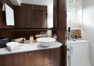 62-interior-owners-bathroom-american-walnut-satin.jpg
