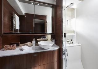 62-interior-owners-bathroom-walnut-satin.jpg