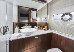 62-interior-starboard-bathroom-walnut-satin.jpg