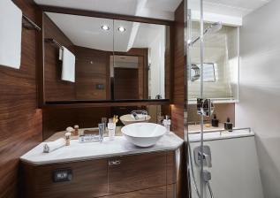 f55-interior-owners-bathroom.jpg