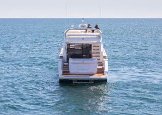 f50-exterior-white-hull-08.jpg