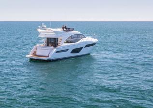 f50-exterior-white-hull-09.jpg