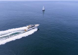 s66-exterior-white-hull-03.jpg