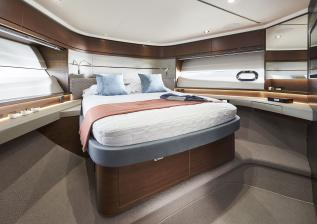 s66-interior-forward-guest-cabin-walnut-satin.jpg