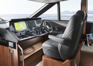 s62-interior-helm.jpg