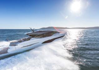 v78-exterior-white-hull-01.jpg
