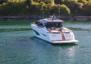 v78-exterior-white-hull-02.jpg