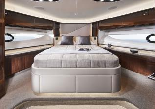 v78-interior-forward-guest-cabin-walnut-gloss.jpg