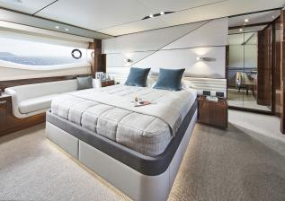 v78-interior-owners-stateroom-walnut-gloss.jpg