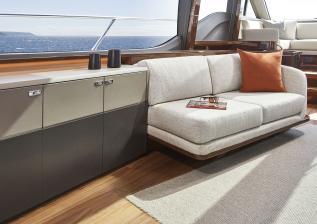 v78-interior-saloon-sofa-detail-walnut-gloss.jpg