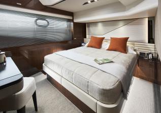 v78-interior-starboard-guest-cabin-walnut-gloss.jpg