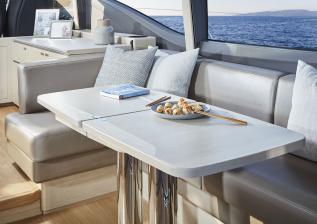 v60-interior-dining-area-alba-oak-satin.jpg
