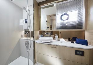 v60-interior-owners-bathroom-alba-oak-satin.jpg