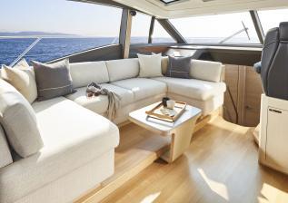v60-interior-saloon-seating-alba-oak-satin.jpg