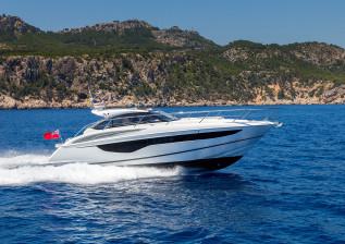 v40-exterior-white-hull-4a.jpg