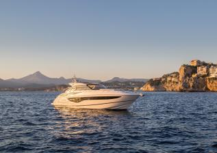 v40-exterior-white-hull-6.jpg