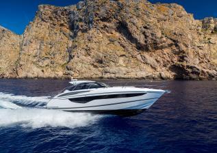 v40-exterior-white-hull-3a.jpg