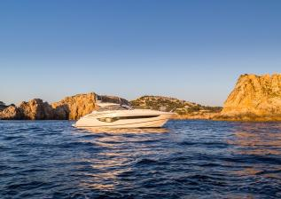v40-exterior-white-hull-8.jpg