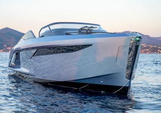r35-exterior-ice-blue-hull-2.jpg