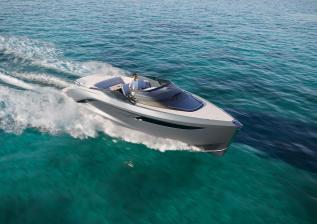 r35-exterior-running-bright-silver-v2.jpg