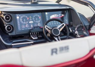 r35-exterior-signal-red-hull-17.jpg