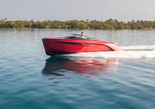 r35-exterior-signal-red-hull-35.jpg