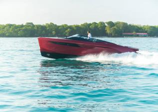 r35-exterior-signal-red-hull-36.jpg