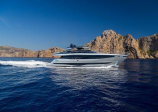 y95-exterior-silver-hull-03.jpg