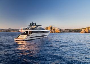 y95-exterior-silver-hull-05.jpg