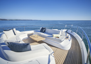 y72-exterior-bow-seating-2.jpg