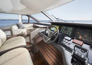 y72-interior-helm-1.jpg