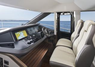 y72-interior-helm-2.jpg