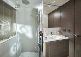 y72-interior-port-guest-bathroom-2.jpg