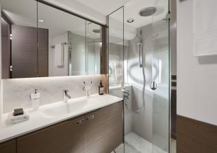 y72-interior-starboard-guest-cabin-forward-bathroom.jpg