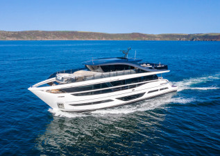 x95-exterior-white-hull-4.jpg
