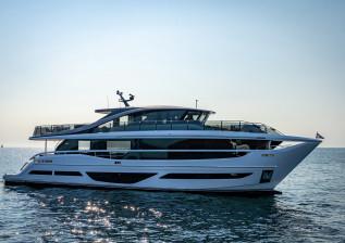 x95-exterior-white-hull-1.jpg