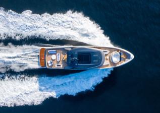 x95-exterior-white-hull-8.jpg