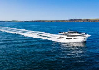 x95-exterior-white-hull-10.jpg