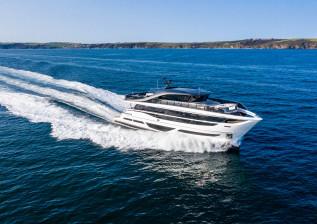 x95-exterior-white-hull-9.jpg