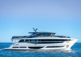 x95-exterior-white-hull-13.jpg