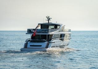x95-exterior-white-hull-12.jpg