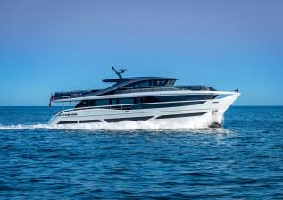 x95-exterior-white-hull-14.jpg