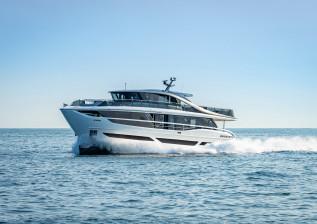 x95-exterior-white-hull-15.jpg