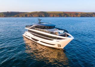 x95-exterior-white-hull-22.jpg