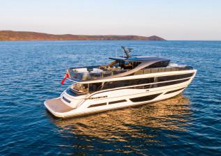 x95-exterior-white-hull-23.jpg