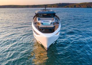 x95-exterior-white-hull-26.jpg
