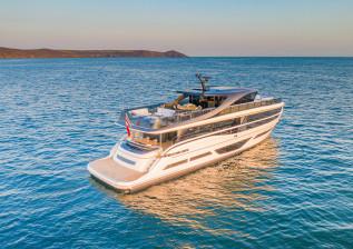 x95-exterior-white-hull-28.jpg