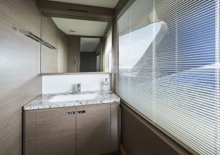 x95-slot-3-interior-skylounge-day-head.jpg