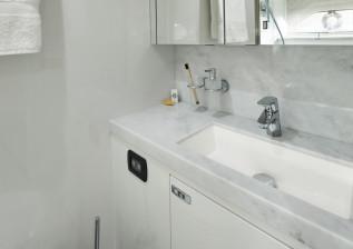 x95-slot-2-interior-crew-captains-bathroom.jpg